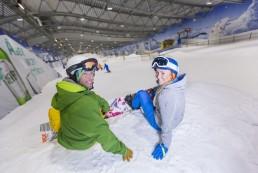 2_Snowboarder_vor_der_Abfahrt_JEVER_FUN_SKIHALLE_Neuss